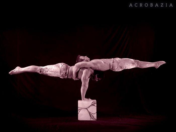 Acrobazia, Strength Balancing Show